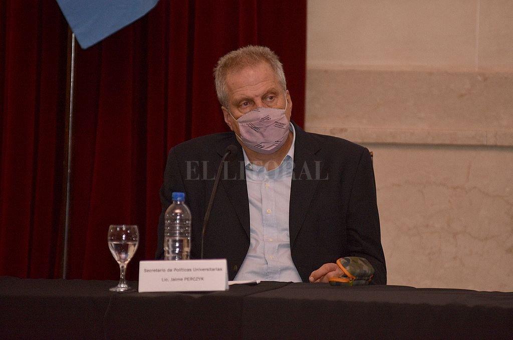 Jaime Perczyk, en el Paraninfo de UNL Crédito: Guillermo Di Salvatore