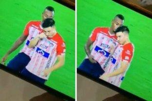 Polémica en la liga colombiana: dos jugadores de Junior inhalaron una sustancia en pleno partido