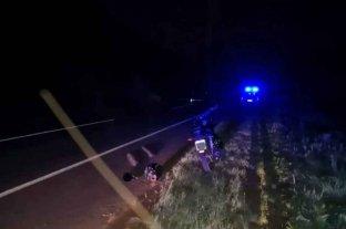 Accidente fatal: un camionero chocó a un motociclista y fue detenido tras darse a la fuga