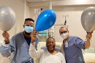 """Pelé ha dado """"varios pasos"""" en su recuperación tras la operación de colon"""