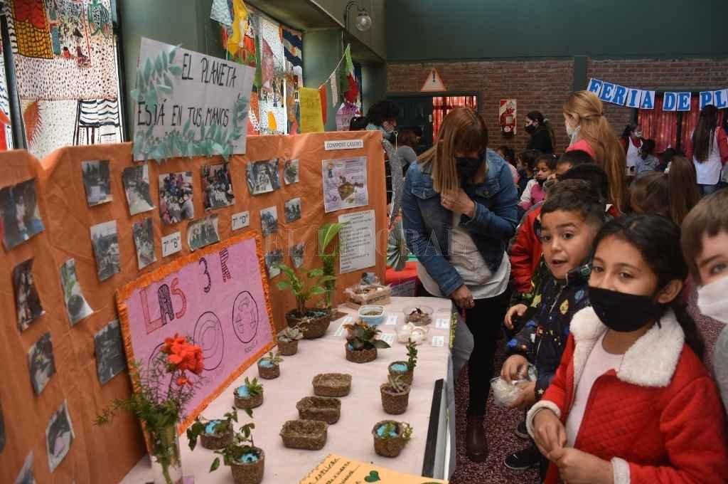 En la escuela República Oriental del Uruguay compartieron una jornada a puro verde primaveral.   Crédito: Guillermo Di Salvatore