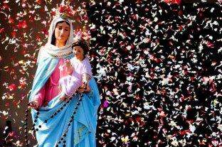 Feligreses veneran a la Virgen del Rosario de San Nicolás