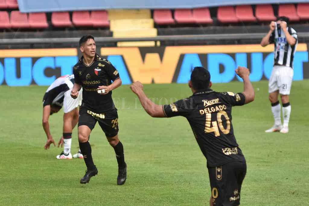 ¡Hay que patear de lejos!. Ya es gol de Rodrigo Aliendro frente a los santiagueños de Central Córdoba, lo que marcó el final de la
