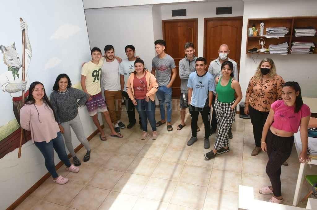 Chicos del norte de la provincia de Santa Fe, Corrientes, Santiago del Estero, Jujuy y Córdoba forman parte de la residencia universitaria de la ONG Fundación Sí.  Crédito: Flavio Raina