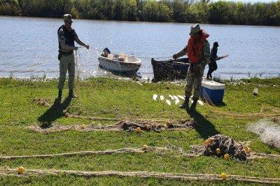 La Policía rural de Entre Ríos secuestró diez mayas antirreglamentarias en el río Gualeguaychú