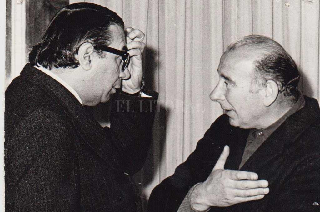 Autores. Ariel Ramírez y el padre Osvaldo Catena, ambos compositores de la Misa Criolla y de la Misa por la Paz y la Justicia. Crédito: Colección Ramírez Museo Teatro 1° de Mayo MCSF