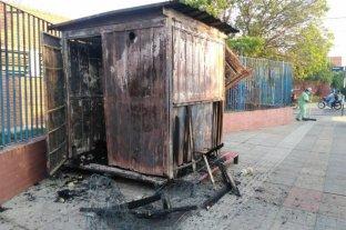Corrientes: se incendió un kiosco de diarios en pleno centro