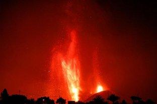 Alerta en Canarias por la llegada de lava volcánica al mar