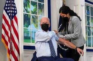 Joe Biden recibió un tercera dosis de la vacuna contra el coronavirus