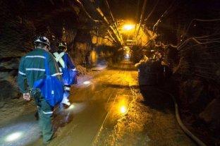 En Canadá rescatistas tratan de evacuar a 39 mineros atrapados