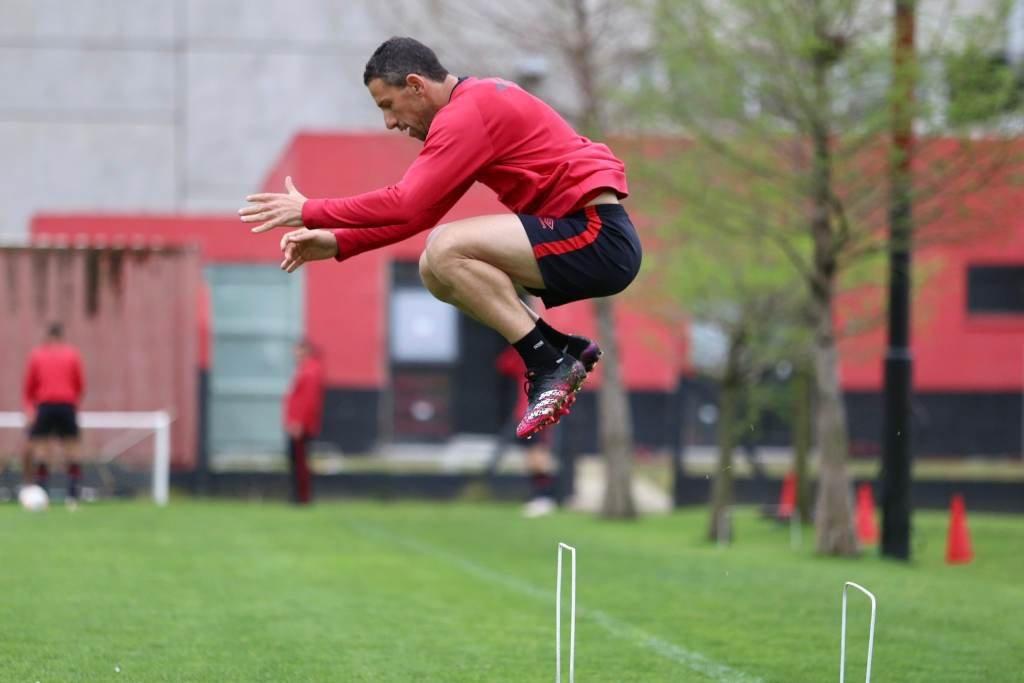 Maxi entrena pero sigue sin jugar. Foto:Gentileza.