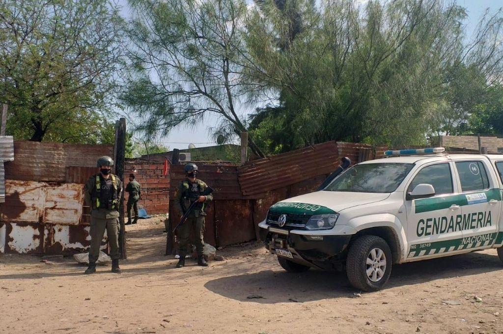 Efectivos de Gendarmería Nacional desplegaron un importante operativo en el barrio Villa del Parque. Crédito: Prensa GNA