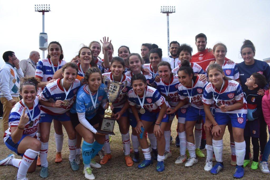 Unión, el día que se consagró campeón de la primera Copa Santa Fe femenina en 2019. Foto:Gentileza.