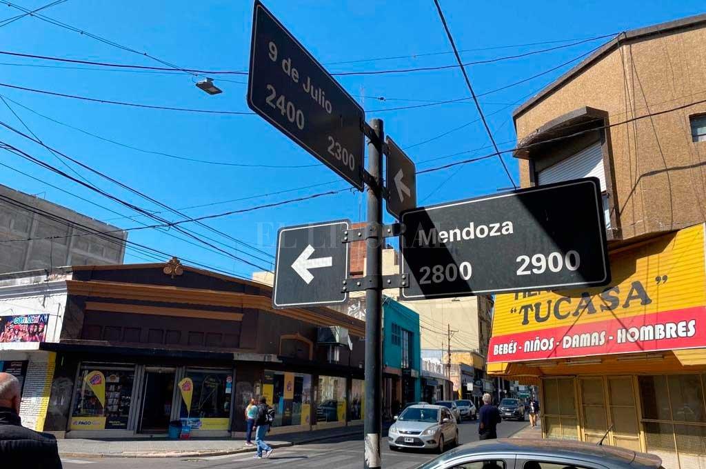 El lugar. El grave suceso ocurrió en pleno centro (9 de Julio y Mendoza) y delante de gran cantidad de personas. Crédito: El Litoral