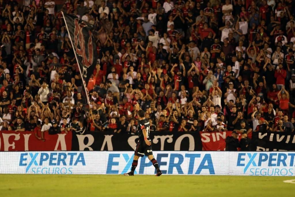 Postal necesaria: vuelve el público al Coloso; vuelve Maxi al primer equipo. Foto:Gentileza: prensa Newell's Old Boys.