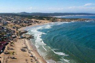 Uruguay podría vacunar a turistas argentinos con Pfizer y Sinovac
