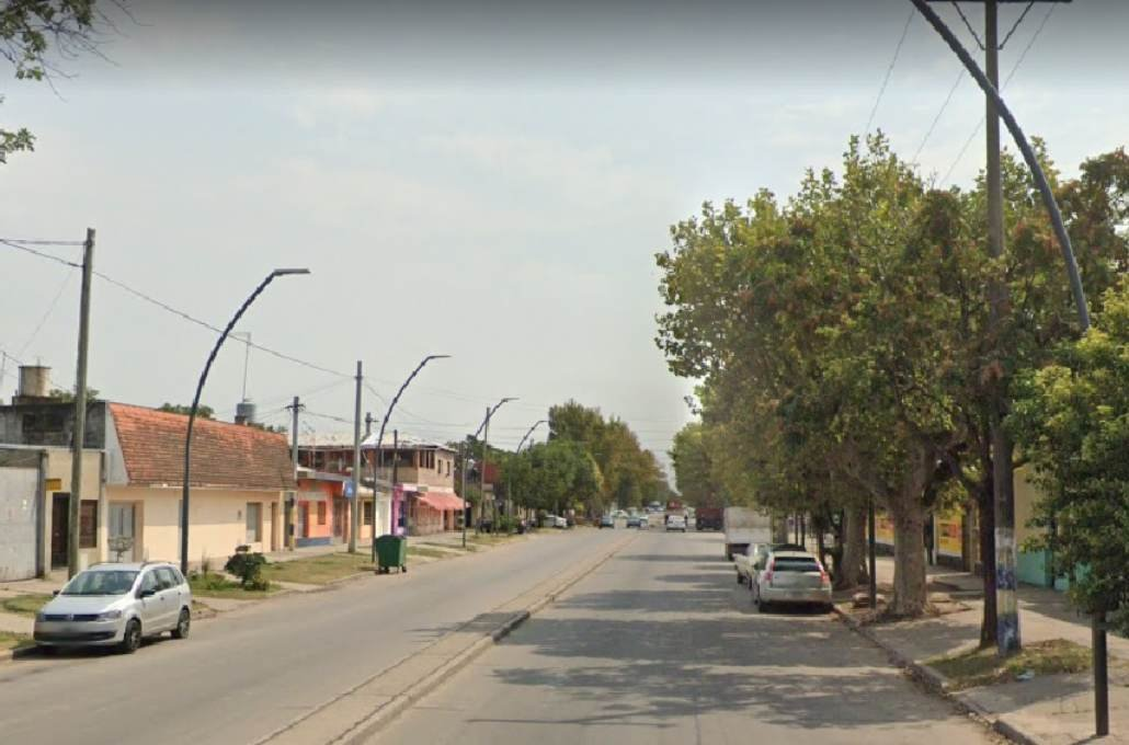 Avenida Rivarola, entre Colombres y Larralde, la zona donde atacaron a tiros a Jonatan Franco Robledo.  Foto:Google Street View.