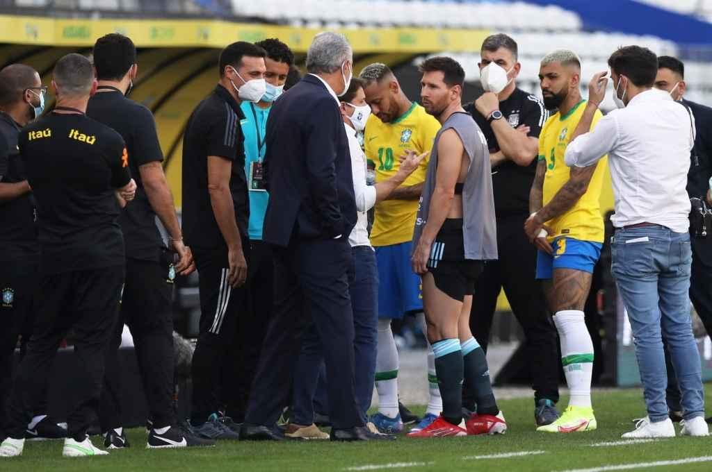 Se espera la resolución de FIFA por el escándalo y la suspensión del partido entre Argentina y Brasil, pero Conmebol fijó su postura.    Crédito: Gentileza