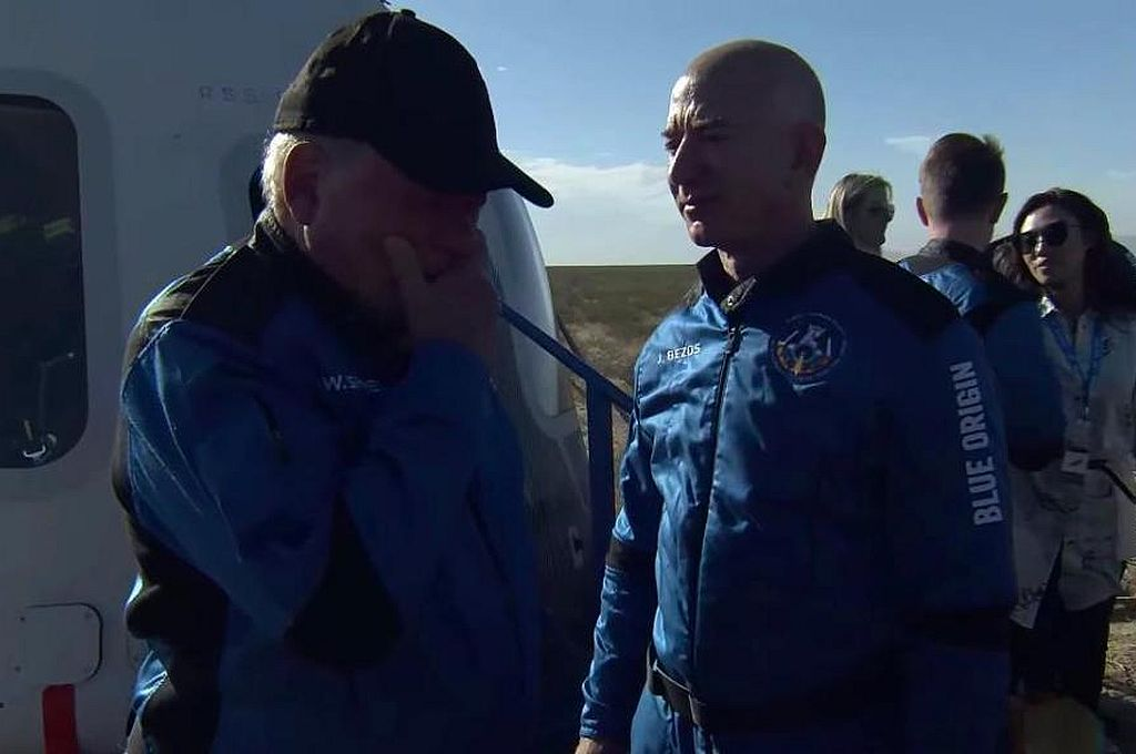 El actor se emocionó al volver a la Tierra Crédito: Blue Origin