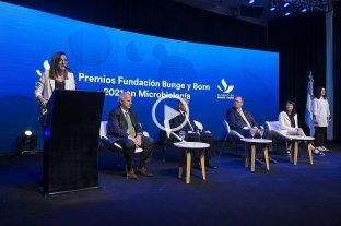 El investigador Diego de Mendoza recibió el premio de la Fundación Bunge y Born