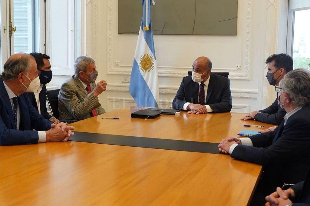 La firma de la cesión de las inversiones de Transener a la órbita de Arsat, se llevó a cabo en la Jefatura de Gabinete de Ministros. Crédito: Gentileza