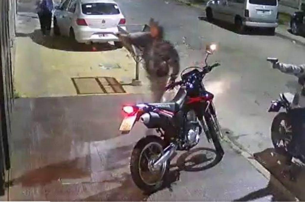 Captura del video de las cámaras de seguridad que registraron el hecho. Crédito: Gentileza