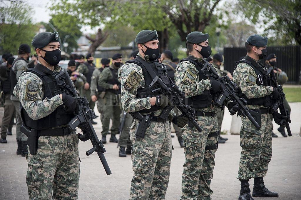 Este jueves se presentó oficialmente a los casi 600 gendarmes que fueron destinados de manera permanente a la ciudad de Rosario para combatir el delito. Crédito: Marcelo Manera