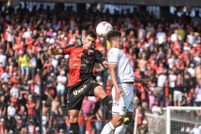 Con un golazo de Alexis Castro, Colón le ganó a Talleres