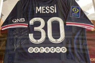 Messi le envió una remera del PSG autografiada al papa Francisco