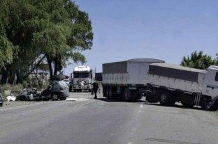 Dos muertos en choque entre un camión y un auto sobre la ruta nacional 33 en Rosario