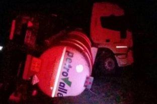 Trágico siniestro vial en Calchaquí - El rodado pesado provocó un derrame y la posterior interrupción del tránsito.