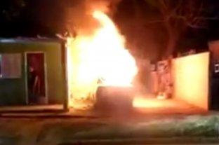Video: incendiaron el auto de un denunciado por abuso sexual en Entre Rios
