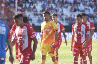 Unión y Racing empataron en el 15 de Abril - En el centro de la imagen, Sebastián Moyano, gran responsable del punto obtenido por Unión.