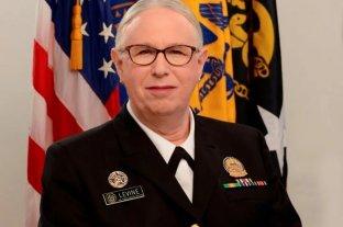 Rachel Levine jura como la primera almirante transgénero en la historia de Estados Unidos