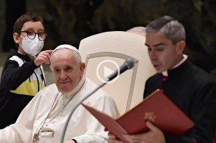 """El video del nene """"viral"""" que le pidió su solideo al papa Francisco"""