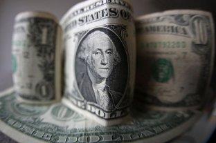 Dólar hoy: el oficial se mantiene y el blue retrocede