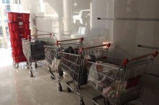 Un reconocido cantante de cumbia y dos cómplices detenidos por estafas a un supermercado -
