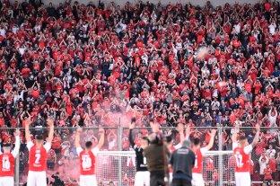 La barra de Independiente ingresó a la zona de vestuario para discutir con los jugadores