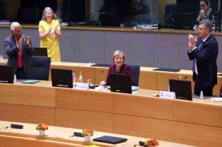 """Líderes de la Unión Europea despidieron de pie a la canciller alemana: """"Merkel deja un vacío enorme"""""""