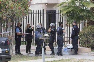 Mendoza: asesinaron a un hombre a puñaladas y lo enterraron en el patio de su casa