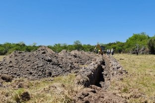 Comenzaron las excavaciones a 50 km de Santa Fe en busca de restos de desaparecidos  - Tareas que se realizan en el excampo de entrenamiento militar.