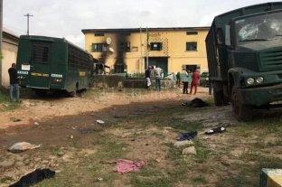 Un ataque armado liberó a más de 800 presos de una cárcel de Nigeria