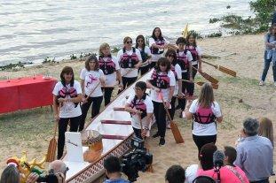 """Las Chicas Pink botaron su embarcación """"Dragón"""" en el Club Azopardo de la ciudad de Santa Fe"""