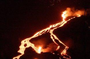 Video: detectaron una nueva colada del volcán Cumbre Vieja en La Palma