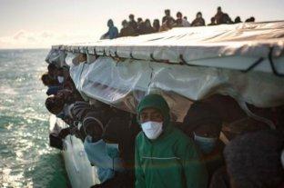 Decenas de migrantes náufragos fueron rescatados en el Mediterráneo
