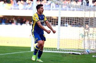 Gio Simeone convirtió cuatro goles en el triunfo del Verona