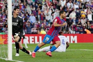 """""""Kun"""" Agüero marcó su  primer gol en Barcelona pero no alcanzó para evitar la caída ante Real Madrid"""