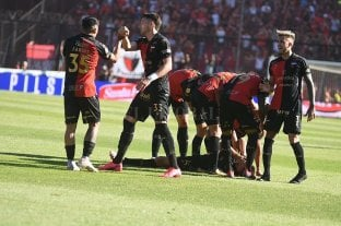 Colón sigue firme como local: venció a Estudiantes por 2 a 1 -