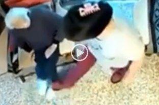 Video: la filmaron mientras golpeaba a la mujer de 100 años que debía cuidar -