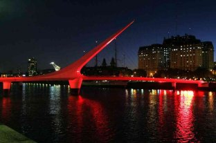 Monumentos y edificios históricos se iluminarán de rojo para concientizar sobre el ACV